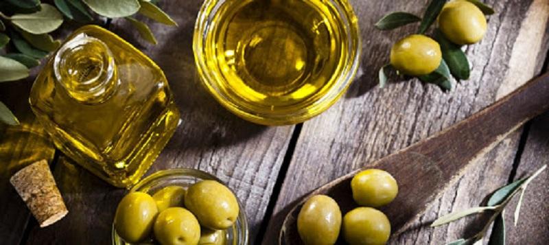 Bé có thể ăn dầu ăn khi nào và bao nhiêu?