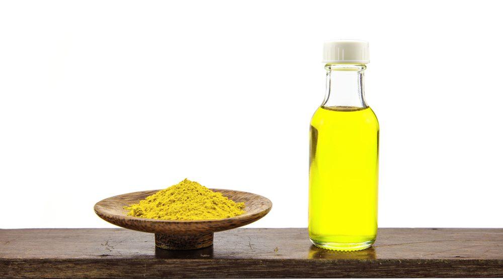 Kết hợp nghệ tươi với dầu oliu giúp dưỡng ẩm cho da khô hiệu quả