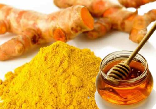 Kết hợp nghệ tươi cùng mật ong sẽ mang đến hiệu quả ngoài mong đợi cho làn da của bạn