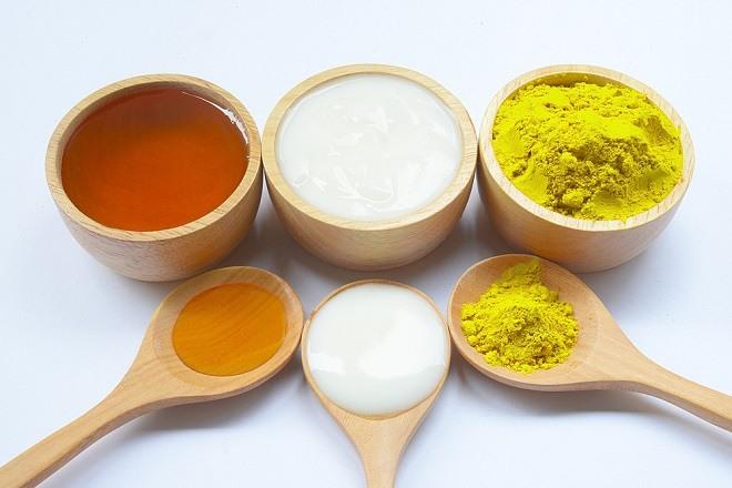 Sữa chua – nghệ - mật ong giúp cân bằng độ ẩm trên da