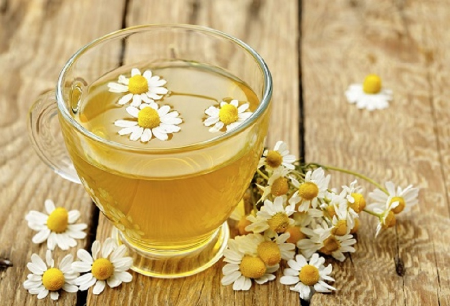 Bổ sung rau xanh và sử dụng trà giải nhiệt để giảm bớt cảm giác nóng trong khi dùng mật ong