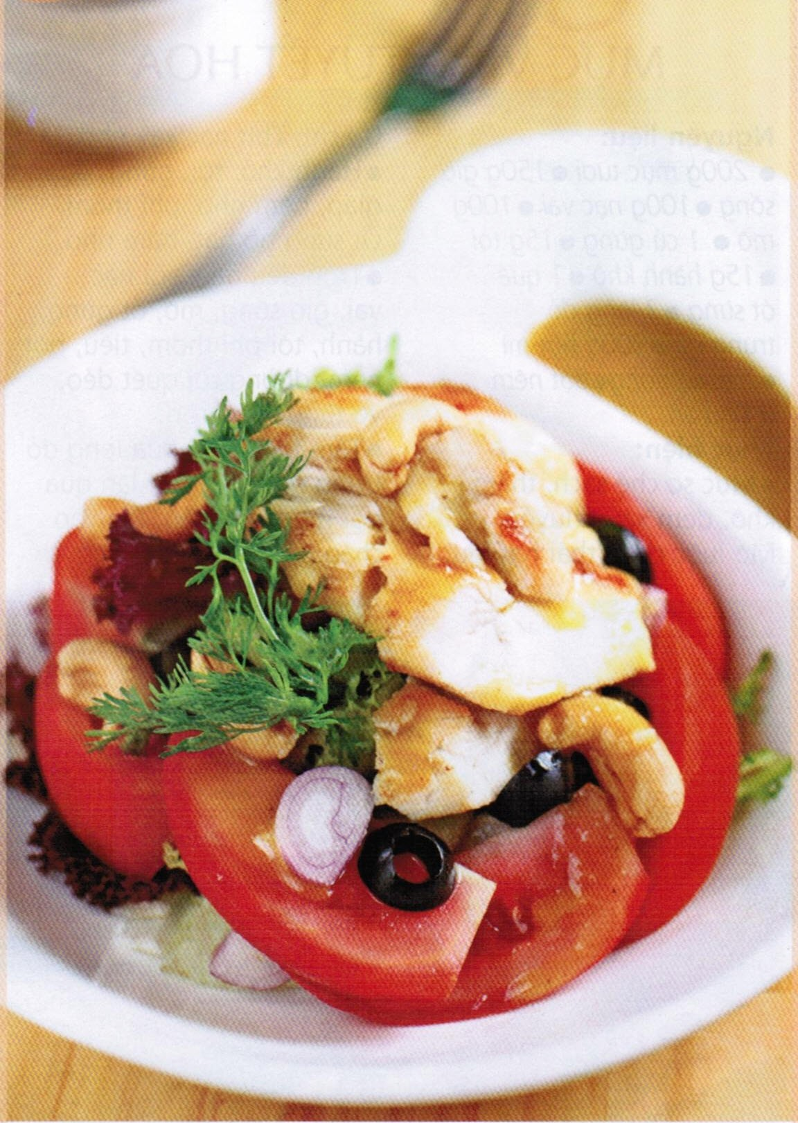 Hạt điều trộn salad giúp gia tăng hương vị cho món ăn