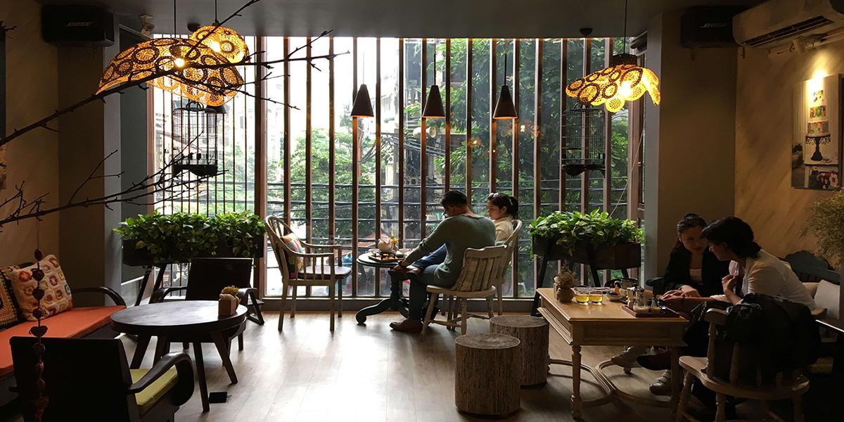 Nội thất cần tương ứng với style mà bạn lựa chọn cho quán café